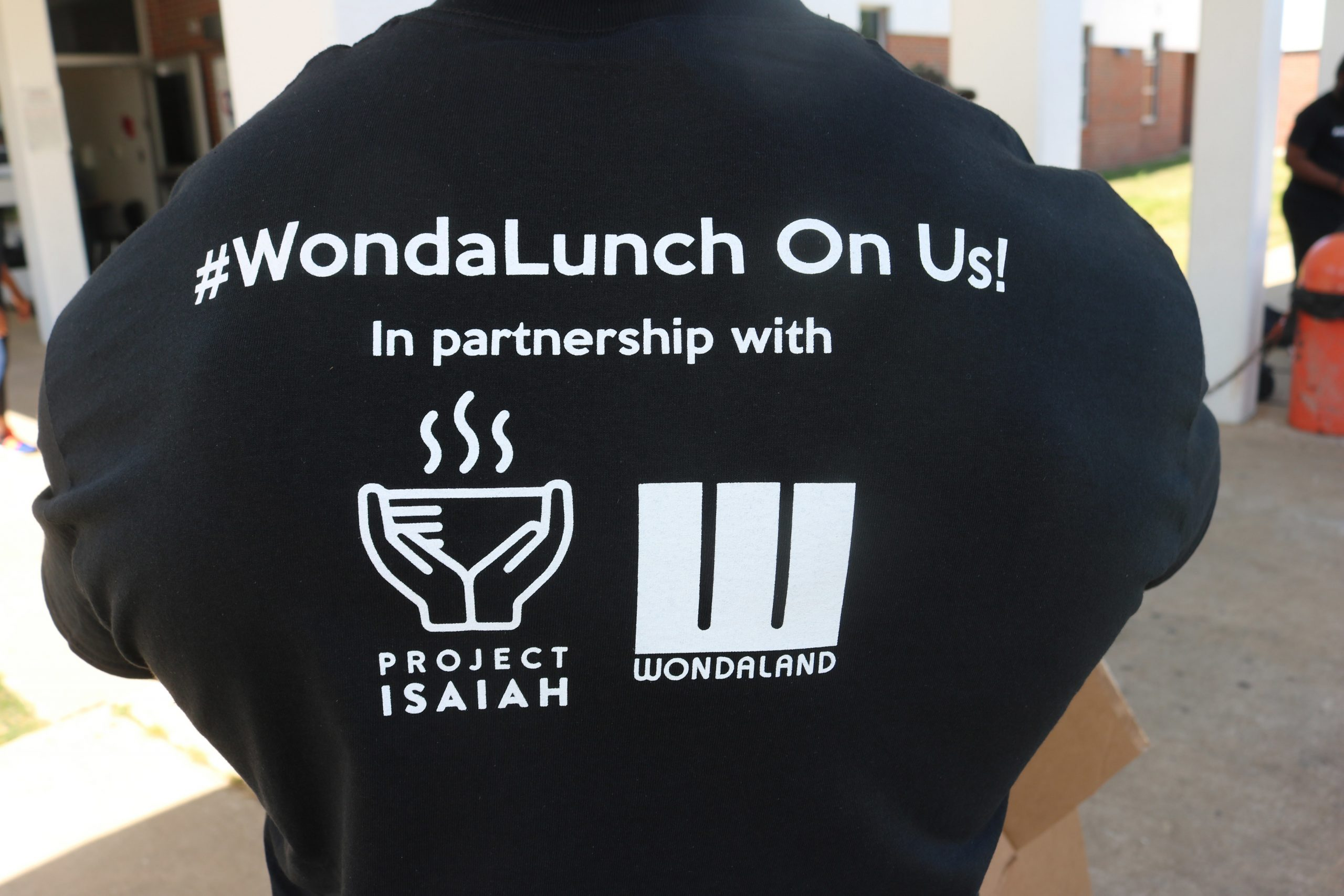 #WondaLunch distributes 1,000 meals to College Park families thumbnail